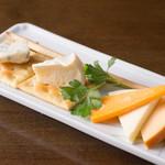 アイリッシュパブ・ザ・ハカタハープ - チーズの盛合せ
