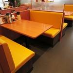 てんや - ボックス式のテーブル席