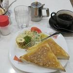 喫茶ヤナギ - ・「アーモンドトースト、サラダ、バナナ+珈琲(\430)」