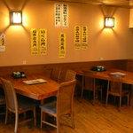 海女の小屋与望亭 - テーブル席も25席。ご相談に応じ、仕切り戸で個室利用も可能です。