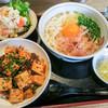 かまわん - 料理写真:「かまわんセット」。「釜玉うどん」(680円)に+300円で、ミニ丼と前菜がつきます。