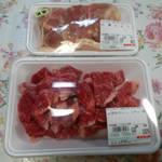 ララミーハム - 地鶏もも肉と和牛スネ肉。