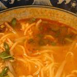 タイ屋台料理ヌードル&ライス TUKTUK - 赤みもあるが、それ程辛くない
