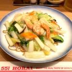 551蓬莱 - 海鮮焼そば(970円)