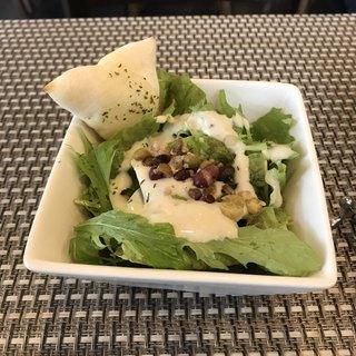 マルコ 102 桜木町店 - サラダとフォッカチャ。 美味し。