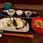75314448 - 朝のセット◆お惣菜◆(¥500) おにぎり1個+お味噌汁+本日のお惣菜3種 、追加おにぎり(菜めし)(¥200)
