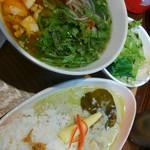 PHO CHAN - カレーセットのブンボーフエ(野菜増量)980円(税込) 別皿提供の野菜と香菜は、スープが熱いうちにドボンしましょう(* ̄∇ ̄)ノ
