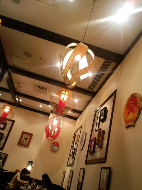 バインセオ サイゴン 有楽町店 - おしゃれなランプ