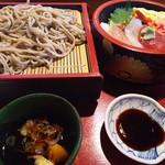 寿司政 - ランチのちらし寿司セット(800)。あとコーヒーと果物もつきます。