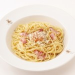ミルク&パフェ よつ葉ホワイトコージ - たっぷりミルクの贅沢カルボナーラ・スパゲティ   1000円