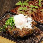 寿司ろばた 八條 - 築地マグロの尾の身ステーキ温玉のせ