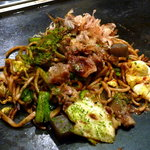 名代お好み焼太閤 - 「ぼっかけ焼そば」 無添加酵母入麺は切りたて湯がきたて。甘みのあるぼっかけとソースの絶妙な味わい。