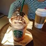 スターバックスコーヒー - コーヒーテーブルもかわいいのだ!