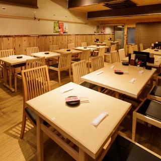 春の宴会に◎2階席は最大66名まで入れるテーブル席!