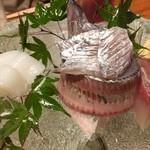 蕎麦と魚 銀平 恵比寿ガーデンプレイス店 - 刺身盛り合わせ