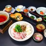 和食と郷土料理 七時雨 - 料理写真:きりたんぽ鍋セット