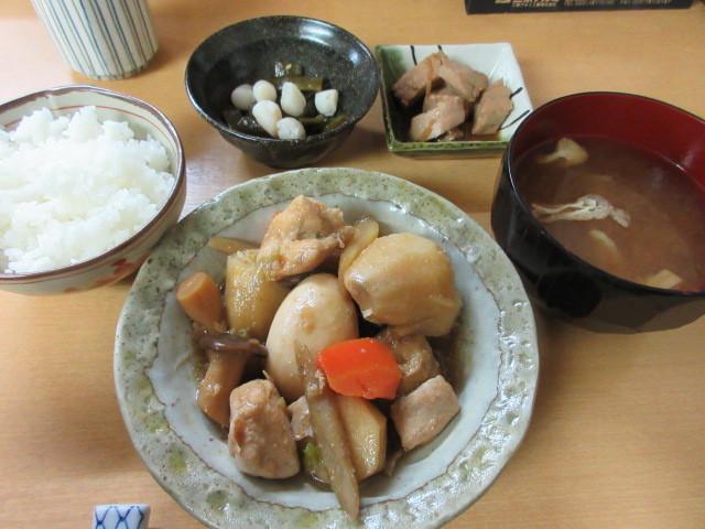 ほたる 2号館 - 鶏肉と根菜の煮物 680円