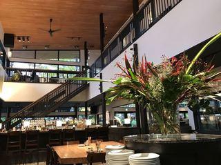 ベーカリー&レストラン沢村 旧軽井沢 - レストランのメインスペース