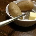 ペルソナ - 毎度神田いも。バターはカレーに放り込まれる運命。いもは胡椒で。