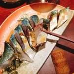 ワイン厨房 晩酌邸 - 真鯖の炙り昆布〆