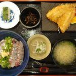 いけすや - 料理写真:二食感あじ丼 980円 活あじフライ 330円 活あじのわさび葉寿司 160円