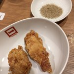 博多一口肉餃子 一ロ - から揚げは1個からオーダー可能 味付けは塩コショウを選択