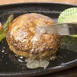 キッチン ソウショー - 肉汁が鉄板でジュウジュウ!