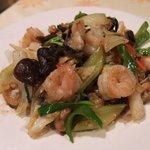 75351806 - 海鮮三種と彩り野菜の香り炒め(850円)