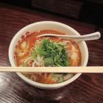 刀削麺荘 唐家 - 丼のサイズ感
