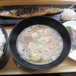 根室食堂 - 焼きサンマ・刺身定食