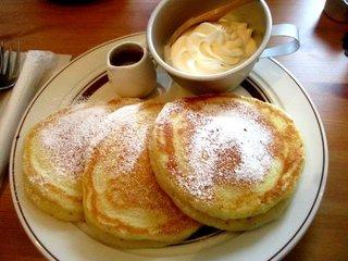 ショコリシャス - プレーンパンケーキ&ホイップクリーム(自家製キャラメルソース)!