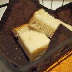 麺匠 パスタバカ一代 - ランチのパン