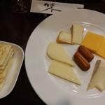 やっちゃbar - いろいろチーズの盛り合わせ1,000円