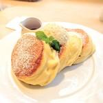 75360325 - 幸せのパンケーキ