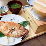 土佐わら焼き 龍神丸 - 料理写真:金目鯛の一夜干し定食