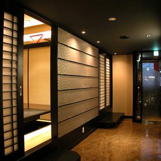 【各種宴会に最適】広々とした上質な店内。個室も完備。