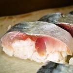 さか井 - 鯖 半々(鯖寿司)
