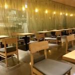 ナナズ・グリーンティー - 幻想的カフェです。
