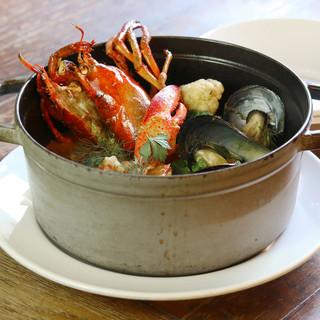 シロに来たら外せない『鮮魚のブイヤベース』3600円+税