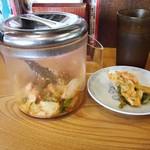熱烈一番亭 - 食べ放題のキムチ