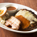 チーズハンバーグと燻製3種盛り合わせ(土日祝)