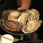 ファイヤーホール4000 - 三陸産の牡蠣 と 北海道産の鮑 と 肉厚に切った平貝