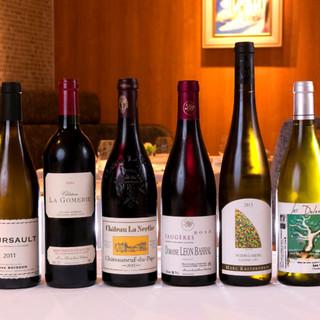 世界各国から選び抜かれたワインを150種300本常備