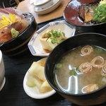75367668 - 刺身と煮魚定食(¥880税抜)