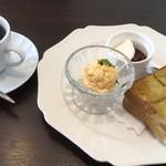 稚児宮CAFE - 料理写真:西尾の抹茶パン・モーニングセット