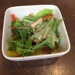 鉄板焼お好み焼 花子 - サラダが付いてました。