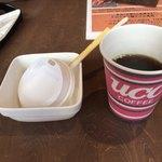 鉄板焼お好み焼 花子 - 食後のコーヒーサービス。ちゃんと持ち帰れるように蓋つきなのは流石。