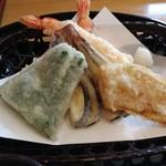 75381183 - 軽い印象の天ぷら 美味しい