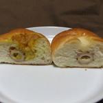 ローゼンボルグ - 右:ちくわパン 左:カレーちくわパン