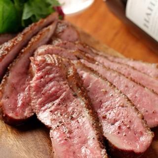 自慢の肉料理!
